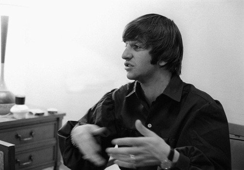 Tell me that your love me baby let me understant,tell me that you love me baby i wanna be your man... Ringo <3