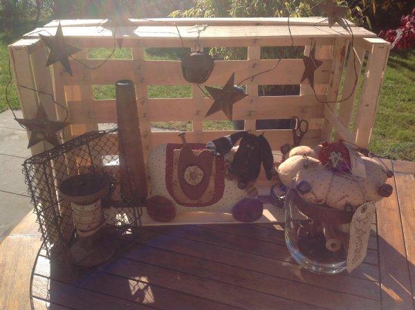 Un ptit modele de veruschka du blog de l'atelier sweet country ..elle a un très joli blog...et pour le joli mouton que j'ai confectionné et Bien sur fait à ma façon et la il trône dans mon atelier .