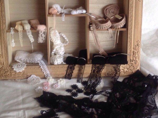Cc les filles j'ai passer une commande chez Daniel création une dame très charmant et Super simpa ..les dentelles sont encore plus belles en vrai ..je vous donne le liens pour aller voir .. https://www.facebook.com/danielle.creations.02/