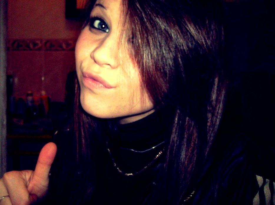 J'ai souffert plus d'une fois , J'ai pleurer plus que tu ne le crois, Donc je cherche plus à etre heureuse , Juste a ecraser !!