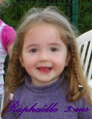 bonne anniversaire a ma choupette qui a 3 ans aujourd'hui je t'aime ma princesse mouaaaaa