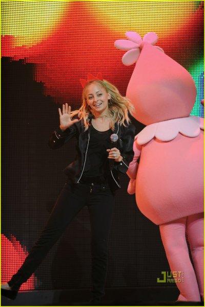 Nicole à un spectacle pour enfant le 27 novembre à Los Angeles