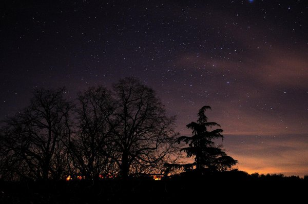 Visez toujours la lune. Même si vous la manquez, vous atterrirez parmi les étoiles.