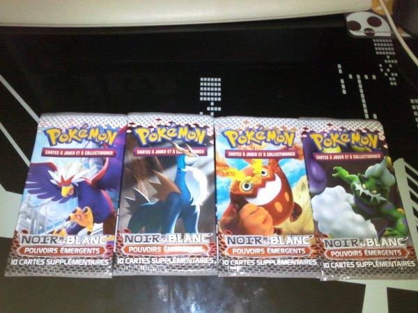 ma collection de booster pokemon Noir et Blanc