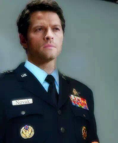 bien voila maintenant je ne regarderai plus les homme en uniforme comme avent xD