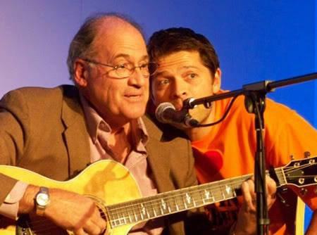 Misha et son papa qui chante