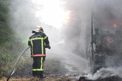camion paille en feu