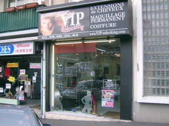 le Salon de coiffure est la pour vous conseillez, vous permet de vous détendre, il propose différents services comme extensions de cheveux, lissage brésilien, maquillage permanent. Un parking non payant en face du salon, un emplacement chaleureux et une équipe dynamique vous accueille.