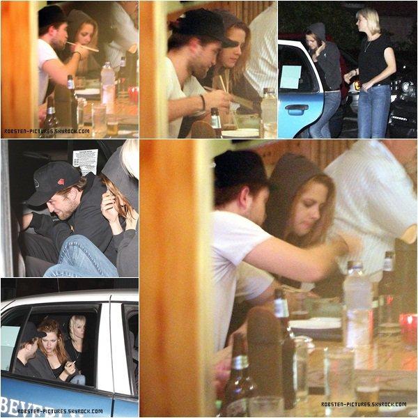 .10.10.10 : Kristen & Rob leaving Marsuhisa Japanese Restaurant J'adore leurs sourires malgré la présence des paparazzis. Je préfère ce candid par rapport au précédent ! .