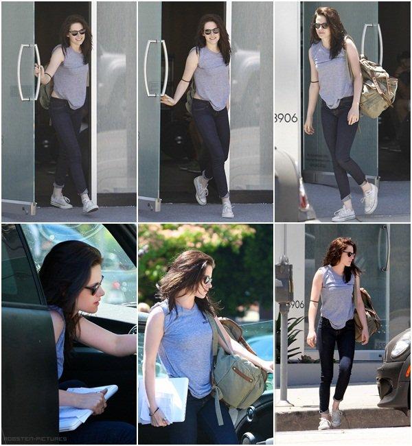 .Différents candids de Kristen cette semaine .