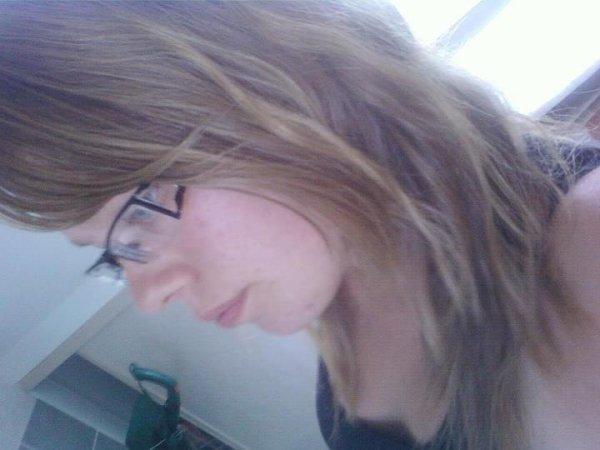Moi avec les cheveux bouclée