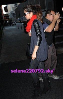 11/11/12 _ Selena arrive à son hôtel, New York.