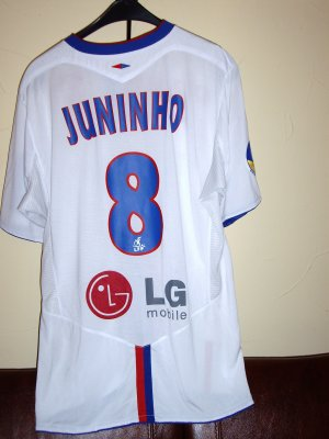 Maillot de l'OL porté part Mr JUNINHO.