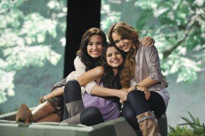 BIENVENUE SUR : Cyrus-Gomez-Lovato !