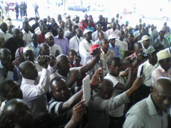 Elections : la pression s'accentue autour du gouvernement IKI