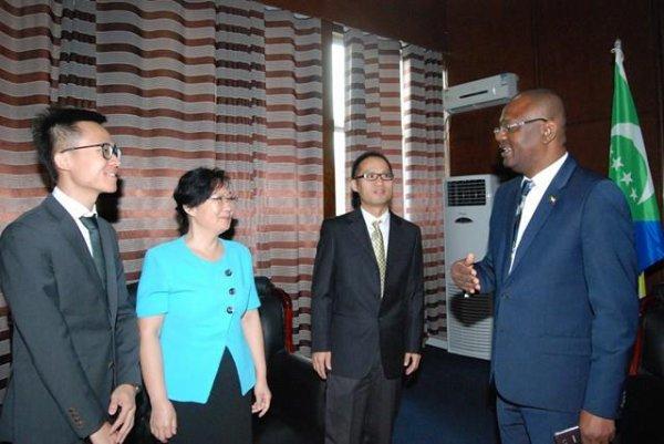 Une mission chinoise en visite de travail au Palais du Peuple
