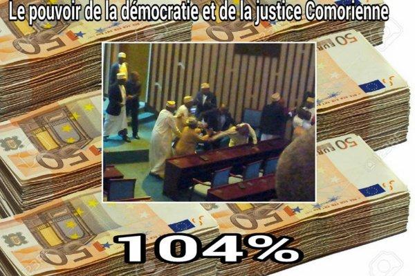 Comment est La démocratie  comorienne selon le ministre de la justice ?