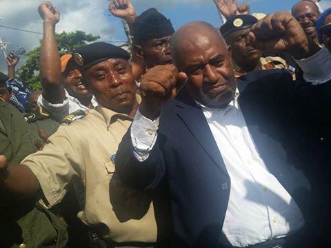 Est-ce qu'avec les ASSISES, le président AZALI ne serait pas un danger pour lui-même et son équipe?