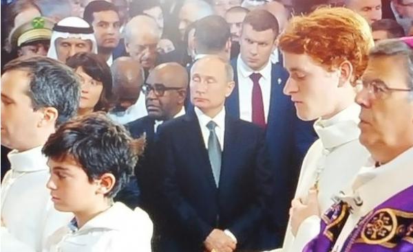Pendant les obsèques de Chirac : Un dictateur peut en cacher un autre