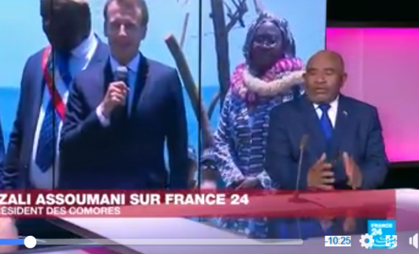Interview d' AZALI sur Africa24 : Si le président a l'obligation de s'écouter quand-t- il parle!