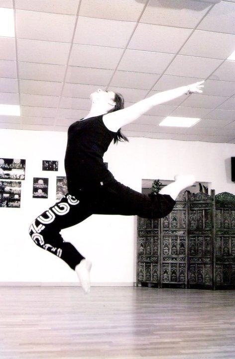 La danse est une cage où l'on apprend l'oiseau <3