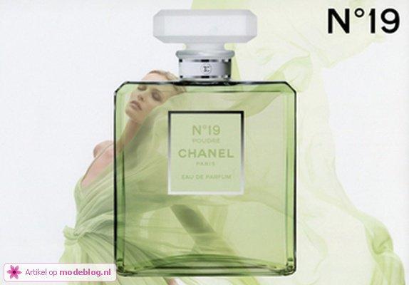 Edita Vilkeviciute   Chanel N°19 Poudre Fragrance