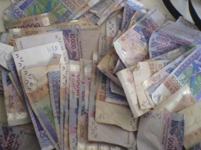 hummmmmmmmmmmmm l'argent appél l'argent regarder mais ne prener pas mes sous ok bizou