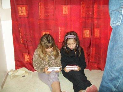 Ma fille en mode DS avec mélinda la fille de nos amis