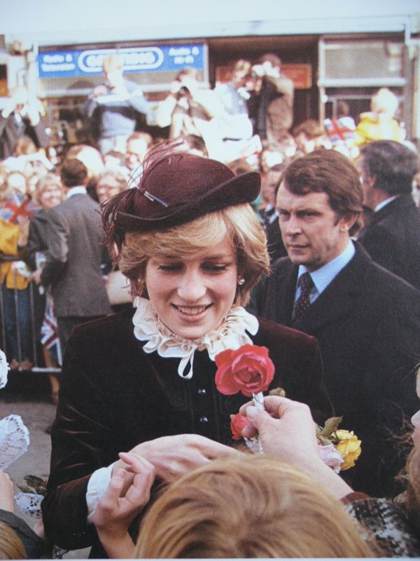 Wales Welcomes New Princess _ 29 Octobre 1981 - Suite