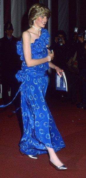 Diana au Londres Fashion Show , le 09 Novembre 1982 _ Suite
