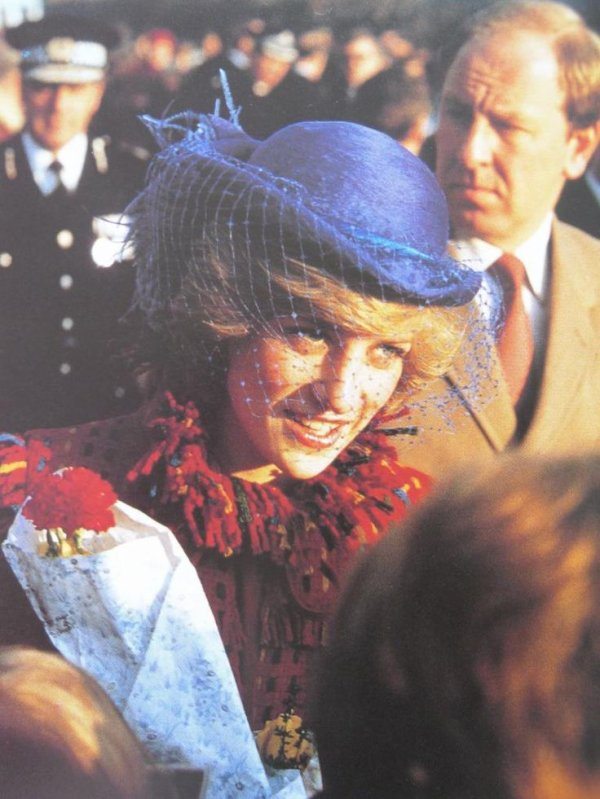 Diana & Charles - Gresford Disaster Memorial Wales, le 26 Novembre 1982 _ Suite