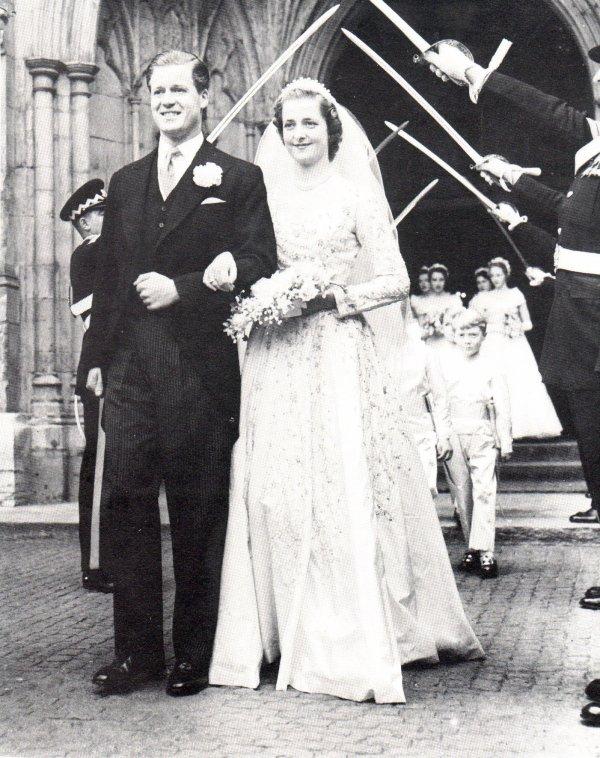 Wedding of Viscount  John Spencer & Lady Frances Ruth Fermoy ,le 1er juin 1954 _ Suite
