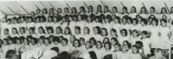 L' écolière Diana -  suite _  Riddlesworth Hall  (1970)