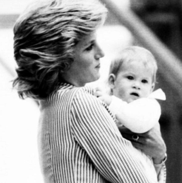 Le 07 aout 1985 , Princess Diana et Harry  sur The Royal Yacht Britannia A Southampton....