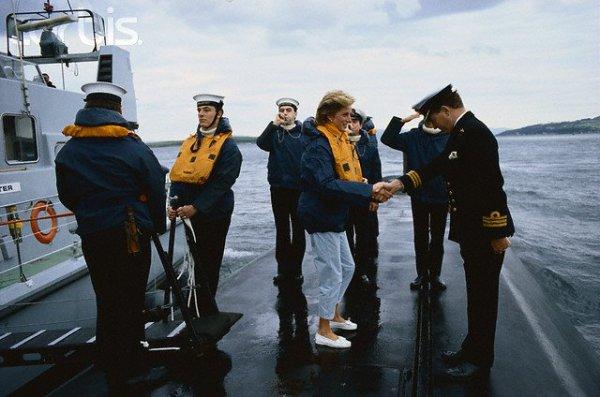 "Diana et le sous -marin "" Hms Trafalgar"""