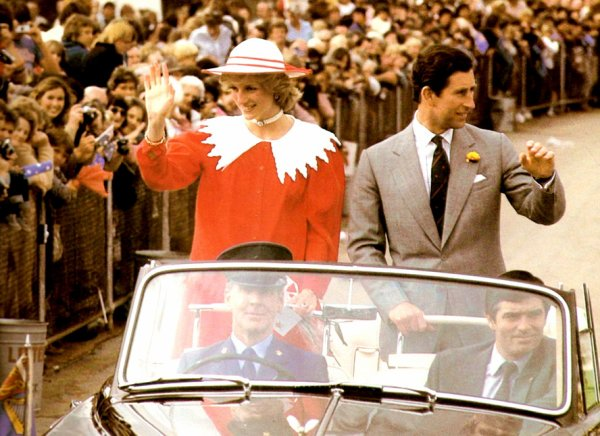 Prince & Princess Of Wales - Tour Of Australia & New Zealand- 06   Avril 1983 _  Suite