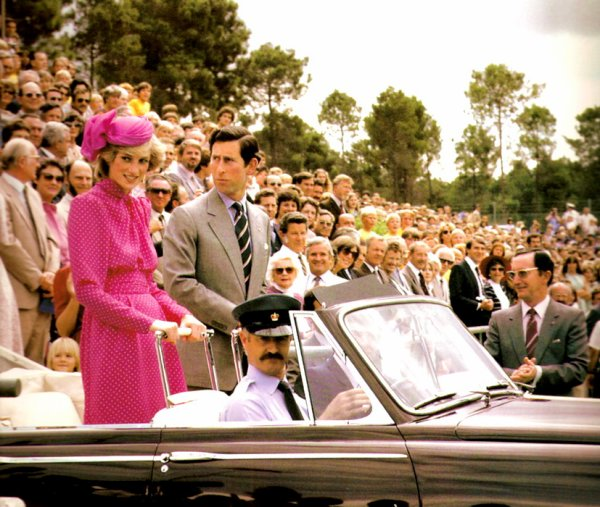 Prince & Princess Of Wales - Tour Of Australia & New Zealand - 10   Avril 1983 _  Suite