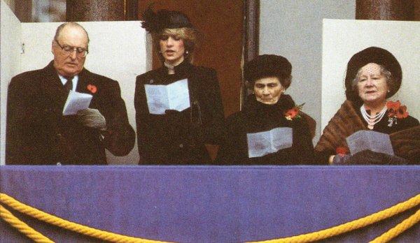 The Cenotaph For Remembrance Day , Le  14 Novembre 1982 _ Suite