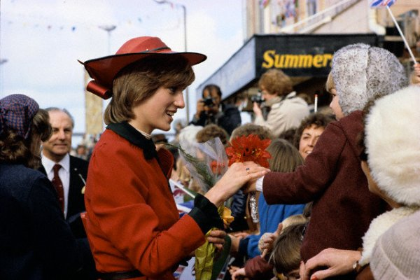Wales Welcomes New Princess _ 27 Octobre 1981 ( Suite )