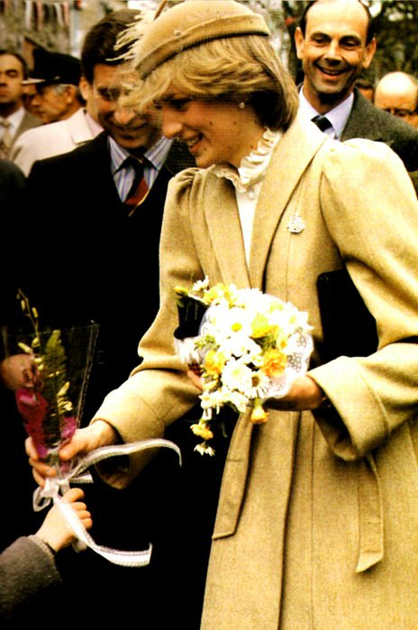 Wales Welcomes New Princess _ 28 Octobre 1981 - Suite