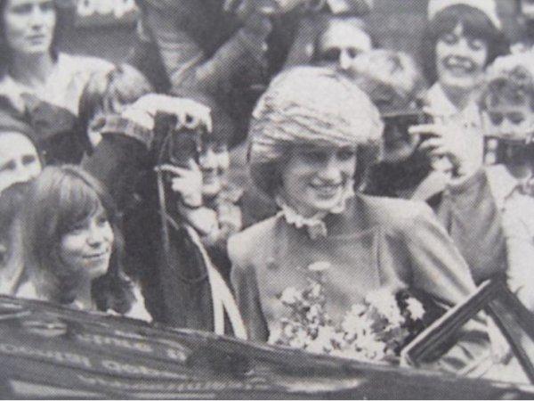 Great Ormond Street London , Le 02 Décembre 1982  _ Suite