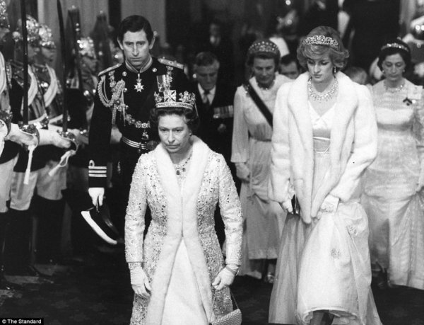 State Opening of Parliament , le 04 novembre 1982 _ Suite