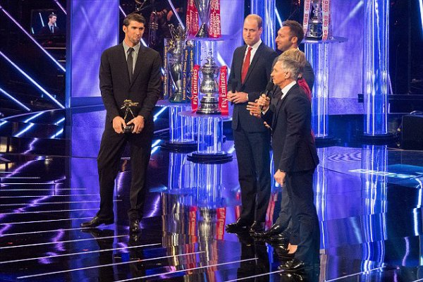 Prince William - BBC SPOTY tonight 2016 , le 18 Décembre 2016 _ Suite
