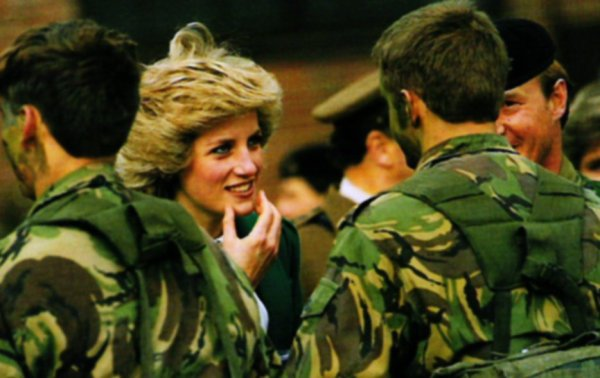Princess Diana Berlin of solo , le 19 octobre 1985 _ Suite