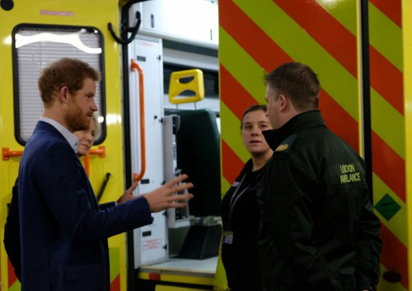 Prince Harry - the London Ambulance Service , le 2 février 2017 _  Suite