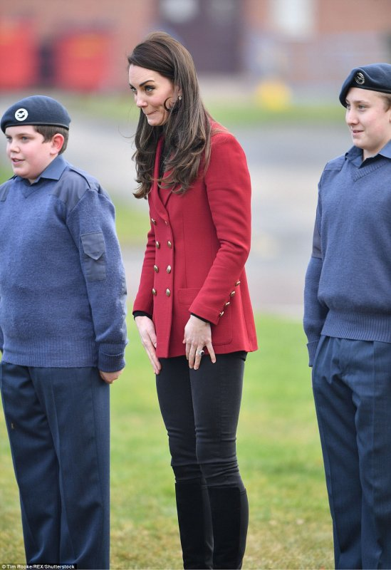 Duchess Catherine - RAF Wittering , le 14 Février  2017 _ Suite