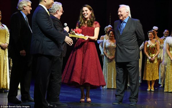 Duchess Catherine - Opening Night Of '42nd Street' Aid Of EACH , le 04 Avril 2017 _ Suite