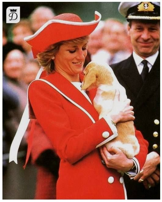 Princess Diana au Dartmouth Naval College, Devon , le 06 Avril 1989 _ Suite