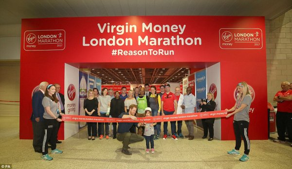 Prince Harry - the Virgin Money London Marathon Expo , le 19 Avril 2017 _ Suite