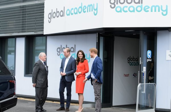 William & Catherine et Harry - Official Opening Of The Global Academy , le 20 Avril 2017 _ Suite